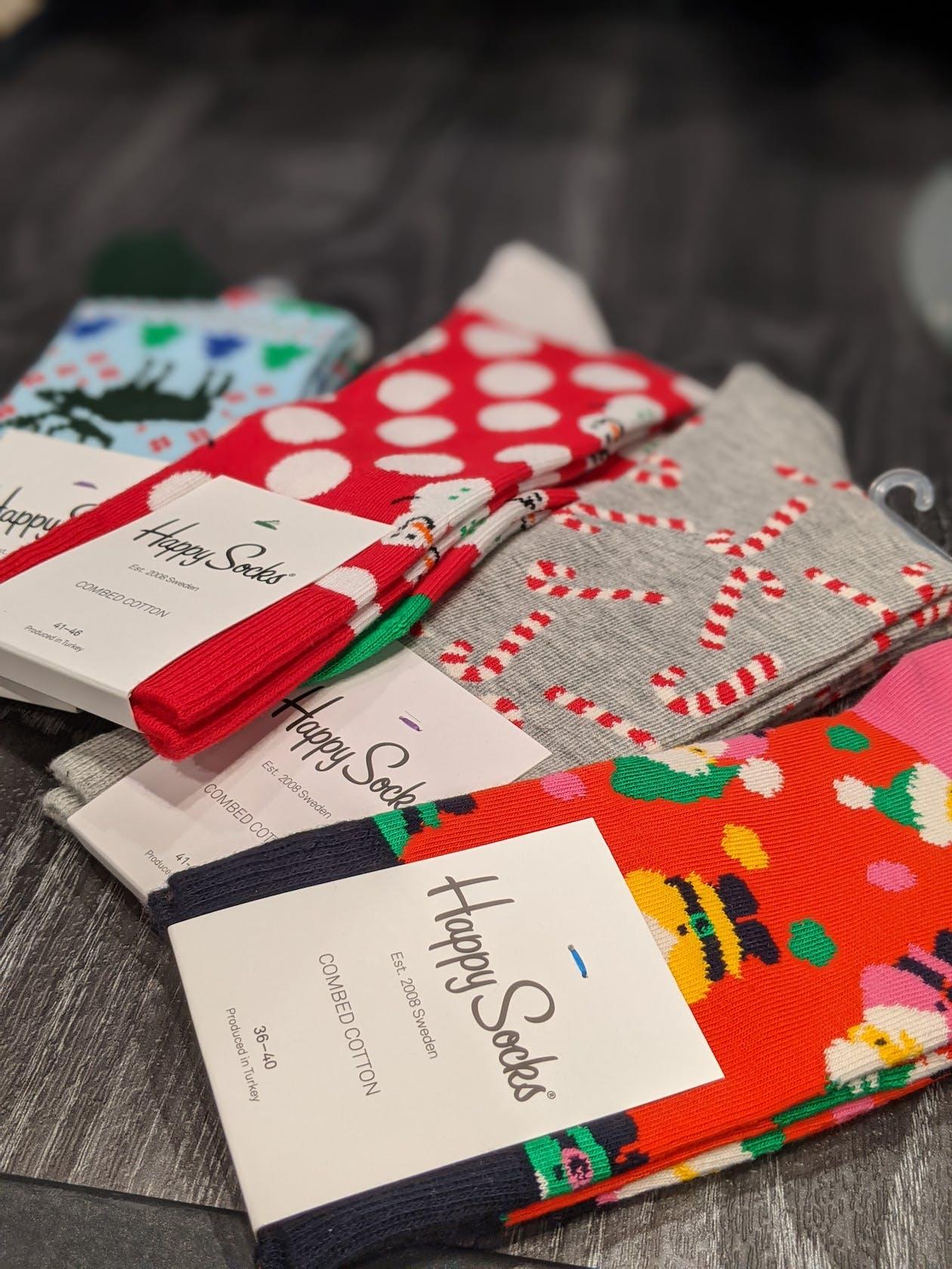Socken mit Weihnachtsmotiven für Damen und Herren von Happy Socks