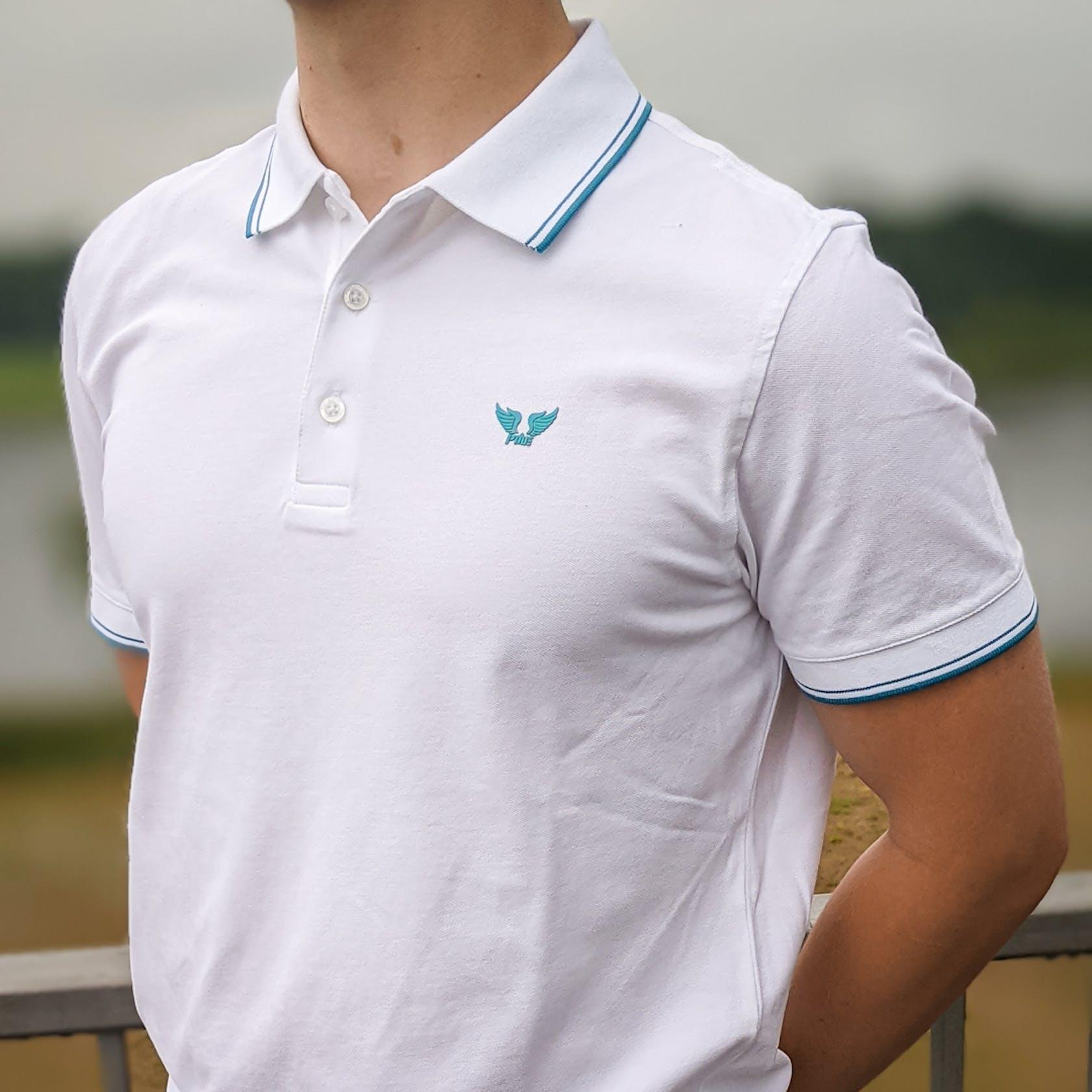 weißes Poloshirt von der Marke PME