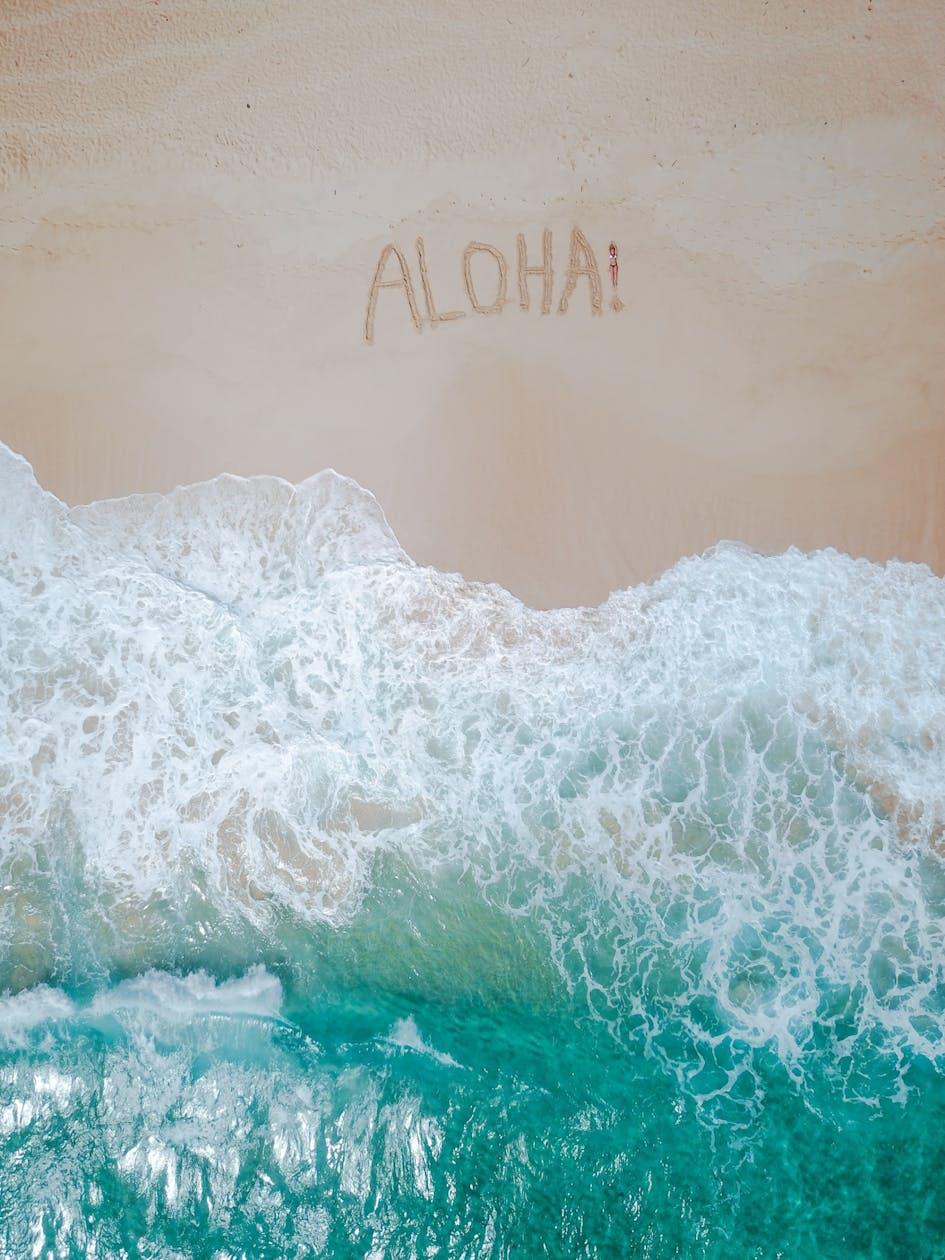 Strandfoto mit dem Schriftzug Aloha