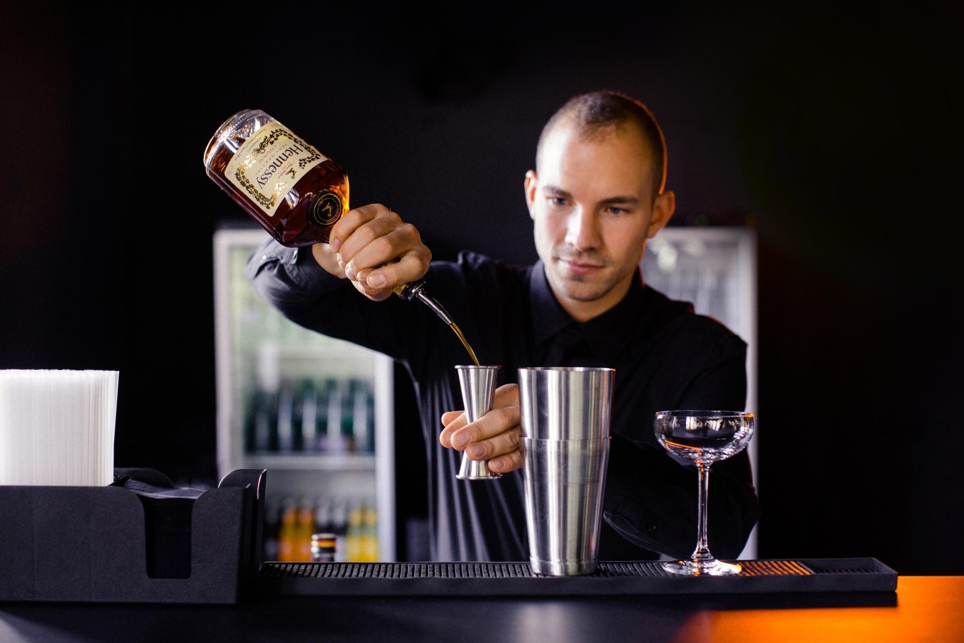 Julian Kunzmann kreierte den MADELEINE-Cocktail für BAMBI 2017