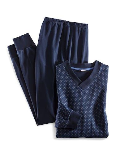 Dunkelblaue Schlafanzugshose mit dunkelblauem Oberteil mit V-Ausschnitt und kleinem Muster.