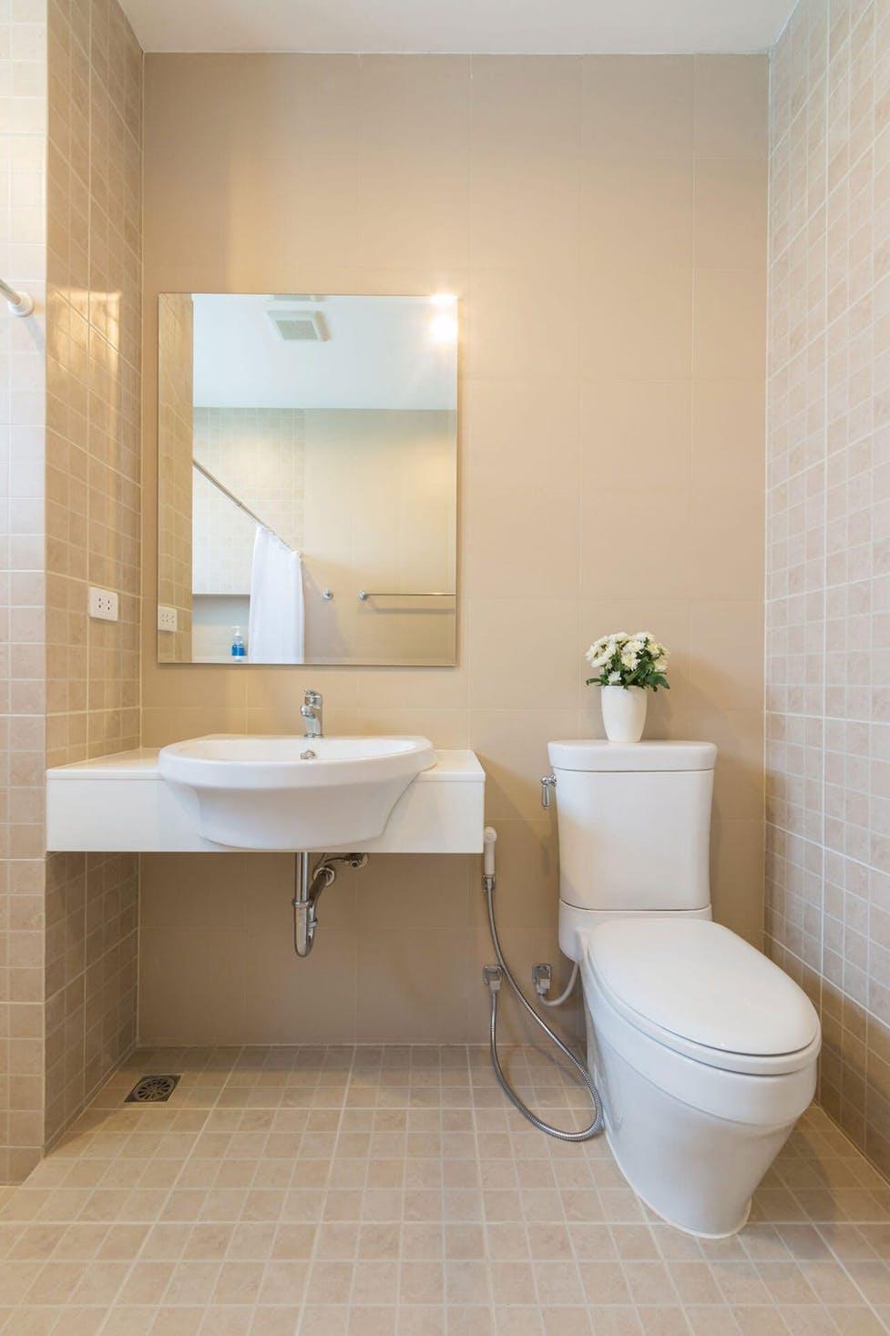 Kleine Badezimmer optisch größer wirken lassen