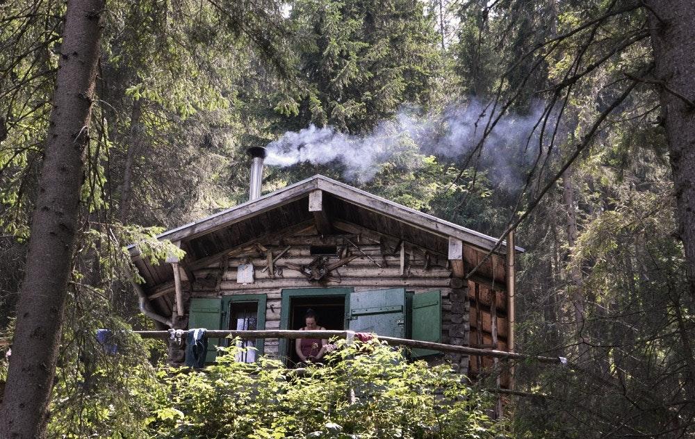 Holzfäller Romantik! Bei der Waxensteinhütte werden Aussteigerträume wahr.