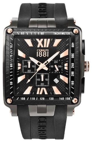 Cette montre CERRUTI 1881 se compose d'un boîtier Carré de 45 mm x 55 mm et d'un bracelet en Silicone Noir