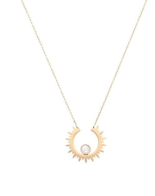 Ce collier doré est en acier inoxydable et est orné de Cristaux de Swarovski®.  Longueur de la chaîne : 40 + 5 cm Fermoir mousqueton.