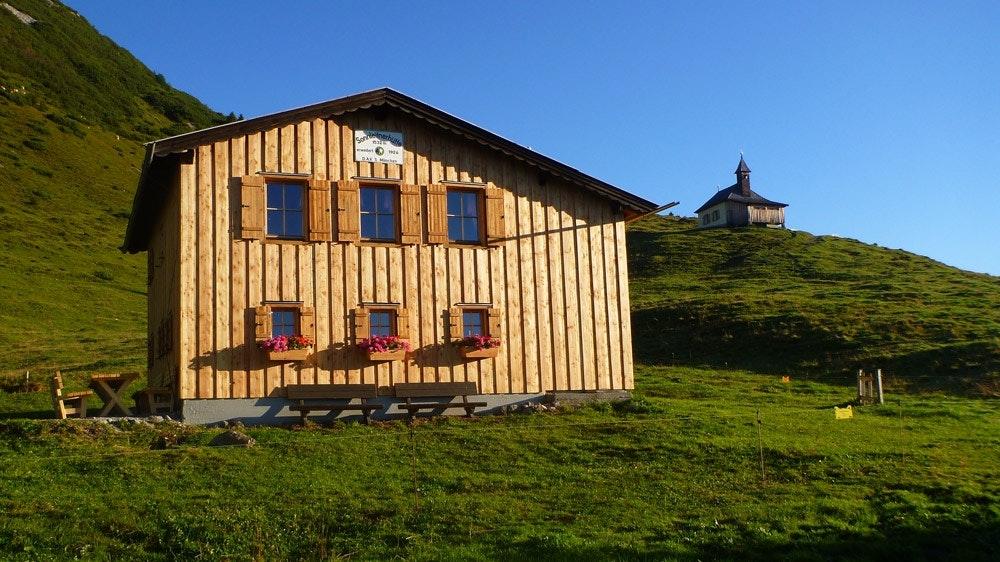 Die schöne Sonnleitnerhütte.  Fotos: Michael Hagsbacher und Oliver Jaura
