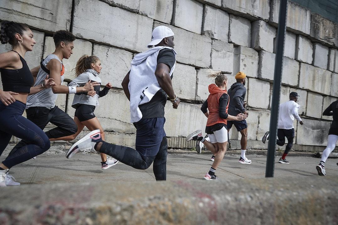 Gruppe Menschen beim Laufen