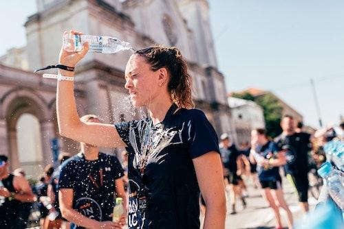 Wasserdusche beim SportScheck RUN München