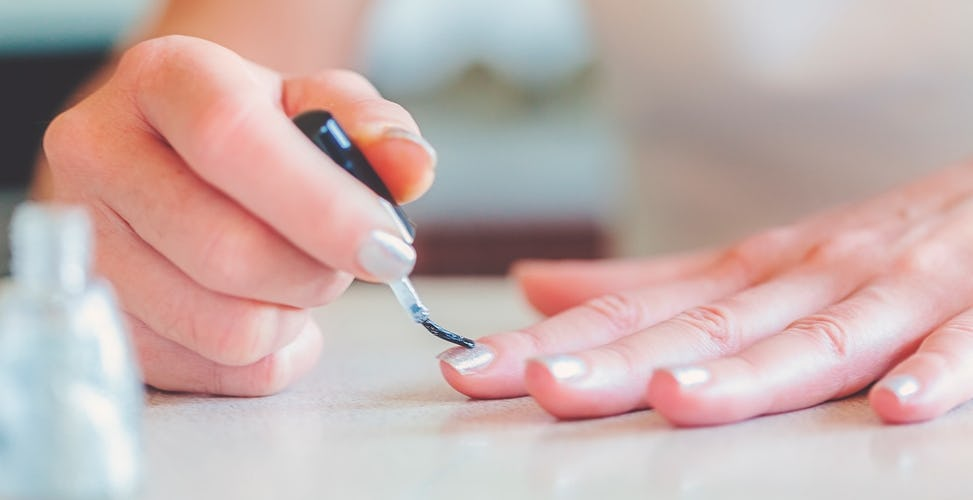 Schöne Fingernägel Maniküre Anleitung Bei Douglasde