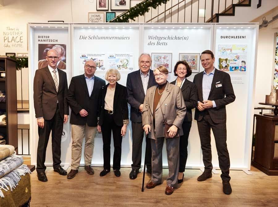 Von links nach rechts: Herr Dr. Aigner vom Handelsverband Bayern, Herr Franz Müller vom Bayerisches Wirtschaftsministerium, Helga Rid (Ehefrau des 1992 verstorbenen Stiftungsgründers Dr. Günther Rid), Dieter Hanitzsch, Doti Hürlimann (Ehefrau des 2001 verstorbenen Ernst Hürlimann), Michaela Pichlbauer (Vorständin der Rid Stiftung) und Robert Waloßek (Geschäftsführer Bettenrid)