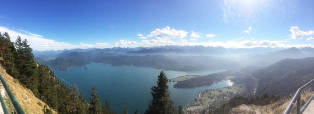 Der perfekte Ausblick vom Herzogstand über den Walchensee.