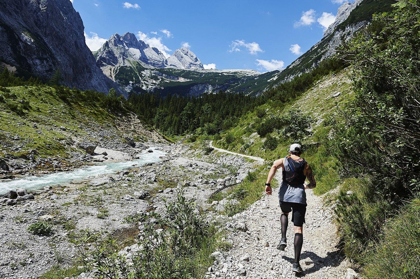 Ultraläufer im Gebirge