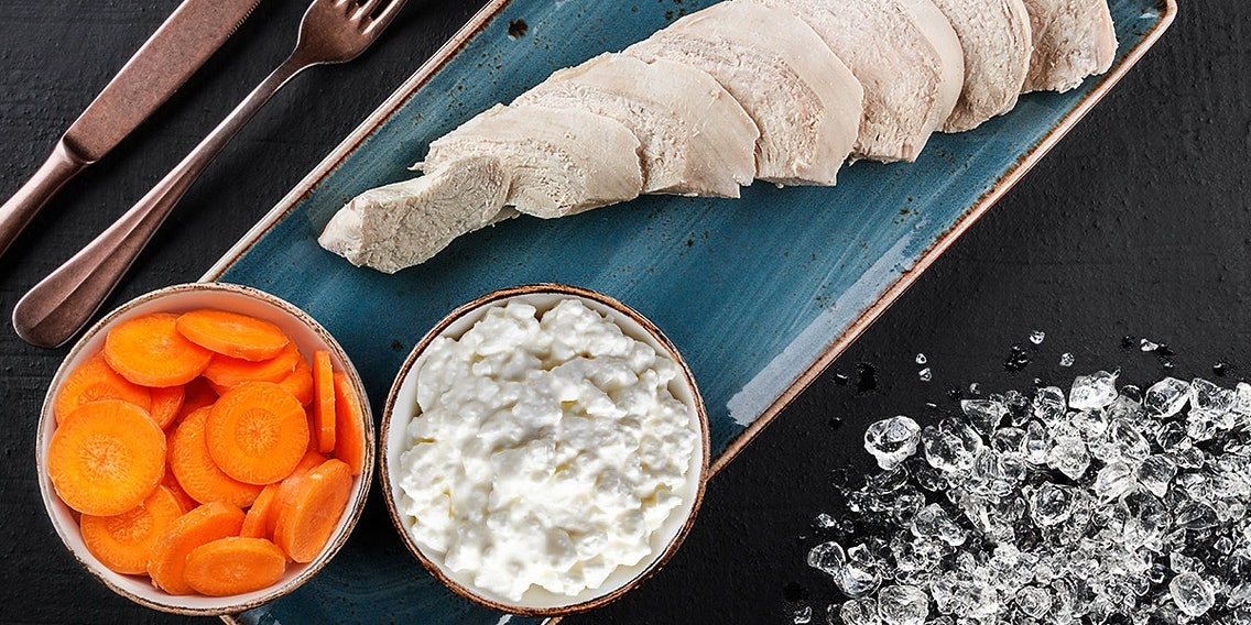 Hundeeis Rezept mit Putenbrust, Karotten und Hüttenkäse