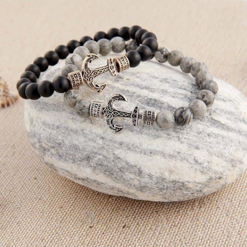 Ce Bracelet B&G LES HAUBANS est en Acier Rose et Perle Onyx Noire