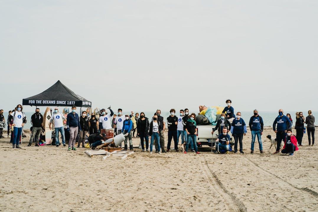 Beach clean-up a Marina di Porto Caleri