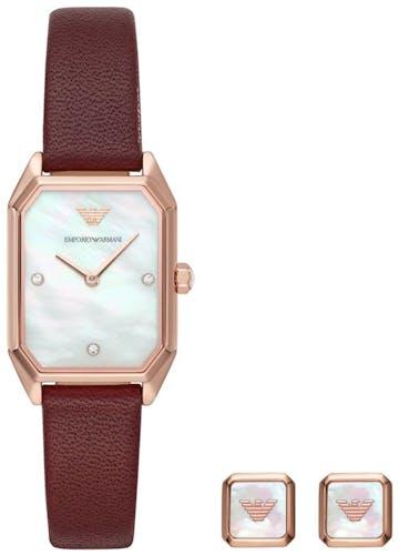 Cette montre EMPORIO ARMANI se compose d'un boîtier Rectangulaire de 35 mm et d'un bracelet en Cuir Véritable Rouge