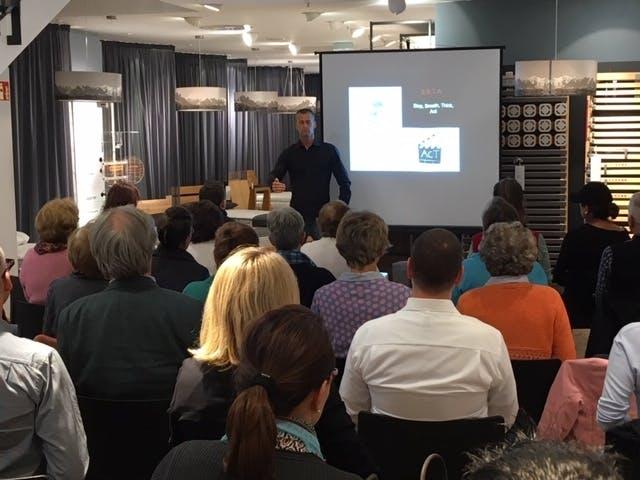 Mit der richtigen Atemtechnik zu einem gesunden Schlaf. Vortrag von Arno Schmitt, Deutschlands bekanntestem Personal Trainer.