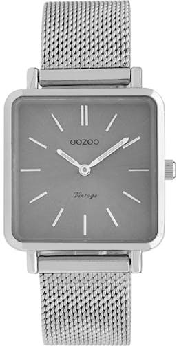 Cette montre OOZOO se compose d'un boîtier Carré de 29X29mm et d'un bracelet en Métal Gris