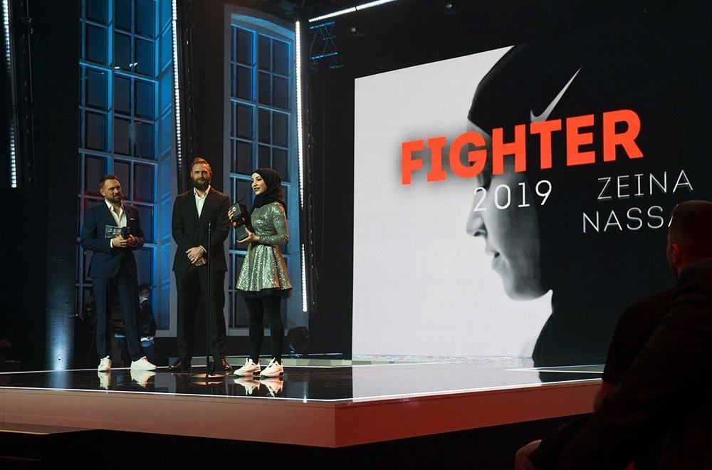 Zeina Nassar auf der Bühne beim Made for More Award