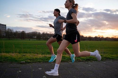 Läufer im Sonnenuntergang