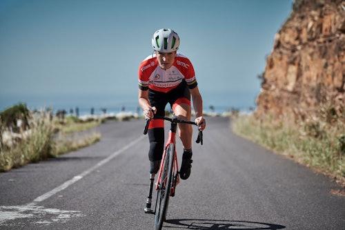 Denise Schindler auf dem Fahrrad