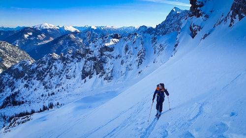 Skitour in unberührter Landschaft