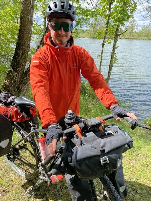 SportScheck Mitarbeiter Patrick testet die Roeckl Fahrradhandschuhe