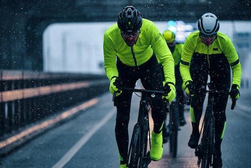 GORE® Wear Fahrradbekleidung für Regen und Dunkelheit