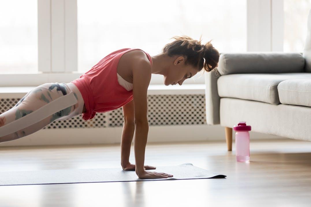 Home Workout im Wohnzimmer