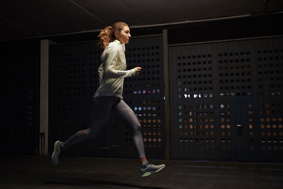 Läuferin bei Nacht