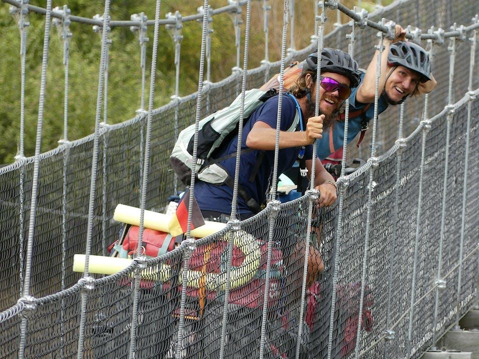 Julian und Nico auf dem Weg nach Japan