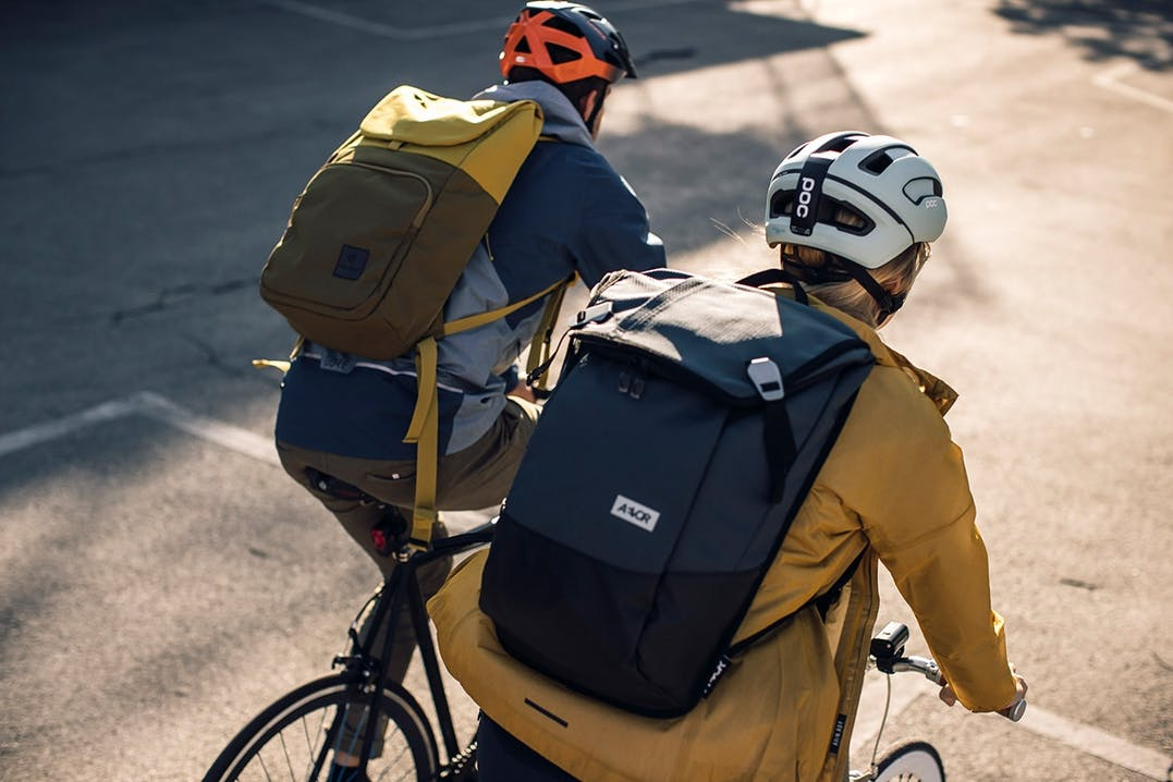 Fahrradhelme und Fahrradrucksäcke