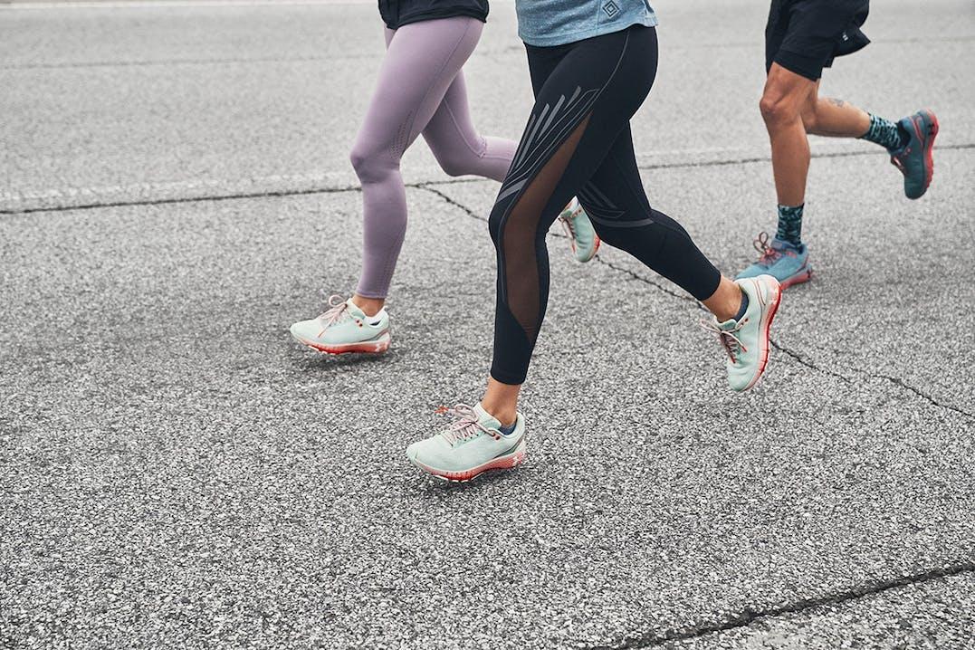 Läufer in Under Armour HOVR Schuhen
