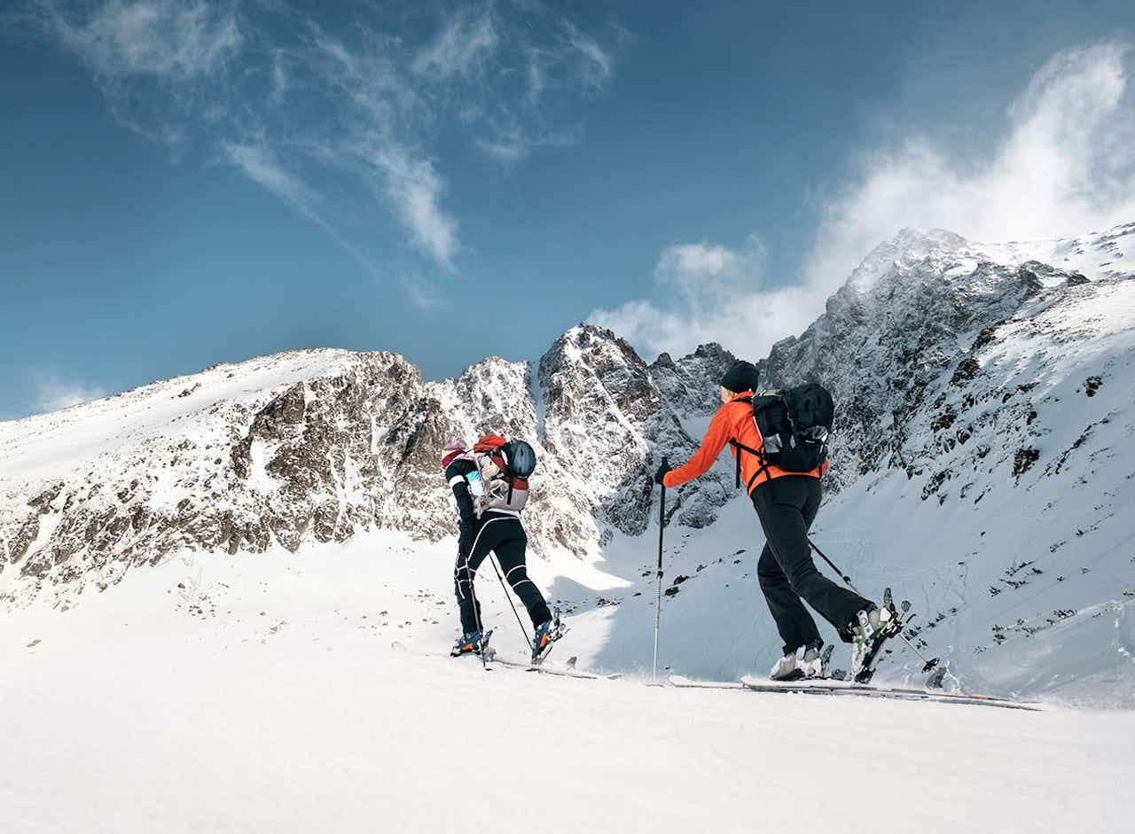 Schneeschuhwandern in den Bergen