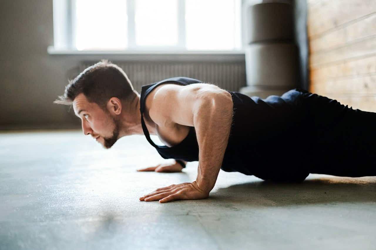 Home-Workout: Die 5 besten Fatburner Übungen