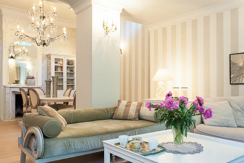 Het Vintage Design maakt u nostalgisch, en herinnert u aan de uitstraling van de jaren 1940. Het is normaal om bij het horen van het woord vintage dit met oud te associëren. Oud als het misschien lijkt is het vintage ontwerp erg mooi en ideaal om uw kamers mee te decoreren. We hebben hier de informatie over het Vintage Design opgeschreven dat het goed zou kunnen doen in uw huizen.
