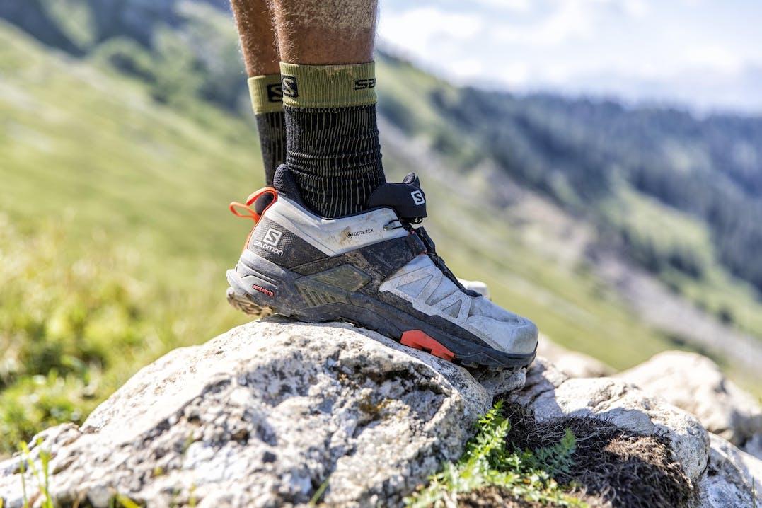 Primo piano di scarpe Salomon