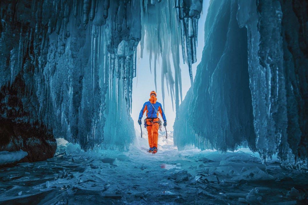 Dani Arnold fra i ghiacchi del Lago Baikal