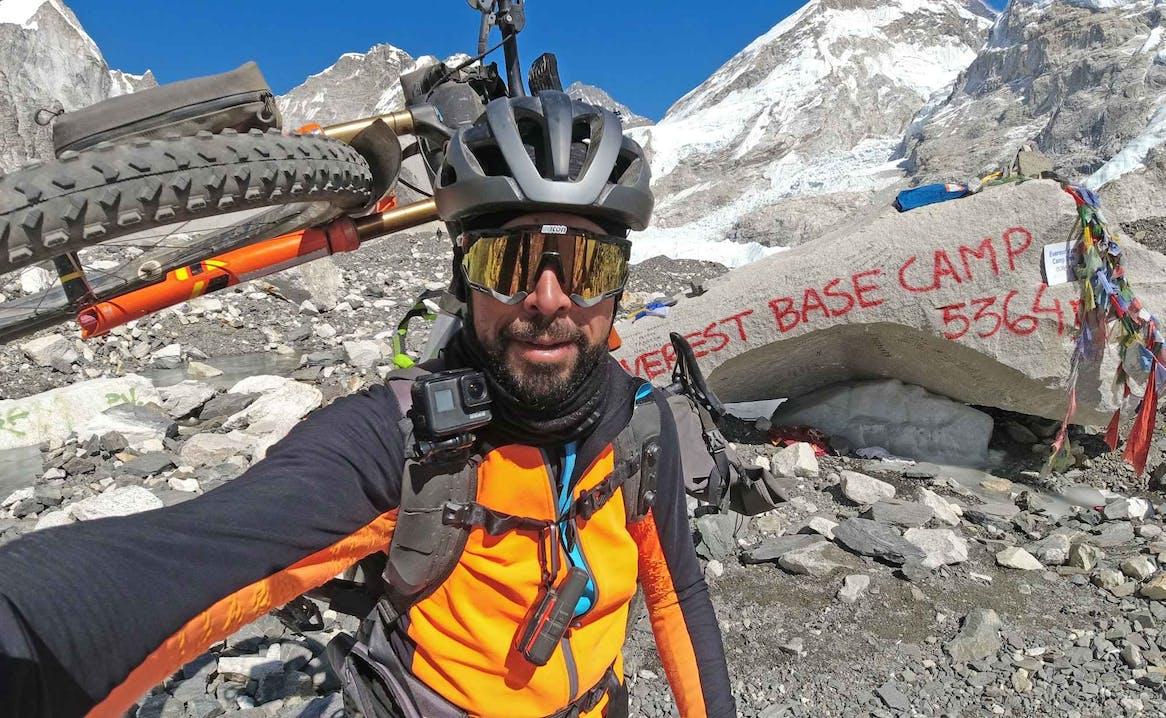 Omar Di Felice al campo base de Monte Everest