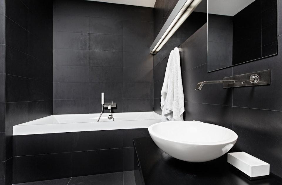 Zeer Ga voor helemaal zwart-wit in de badkamer @VU79