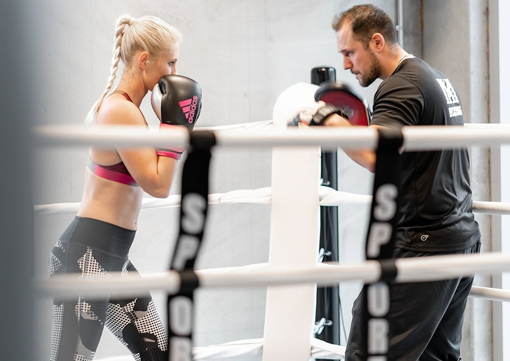 Boxing im Ring mit Trainer