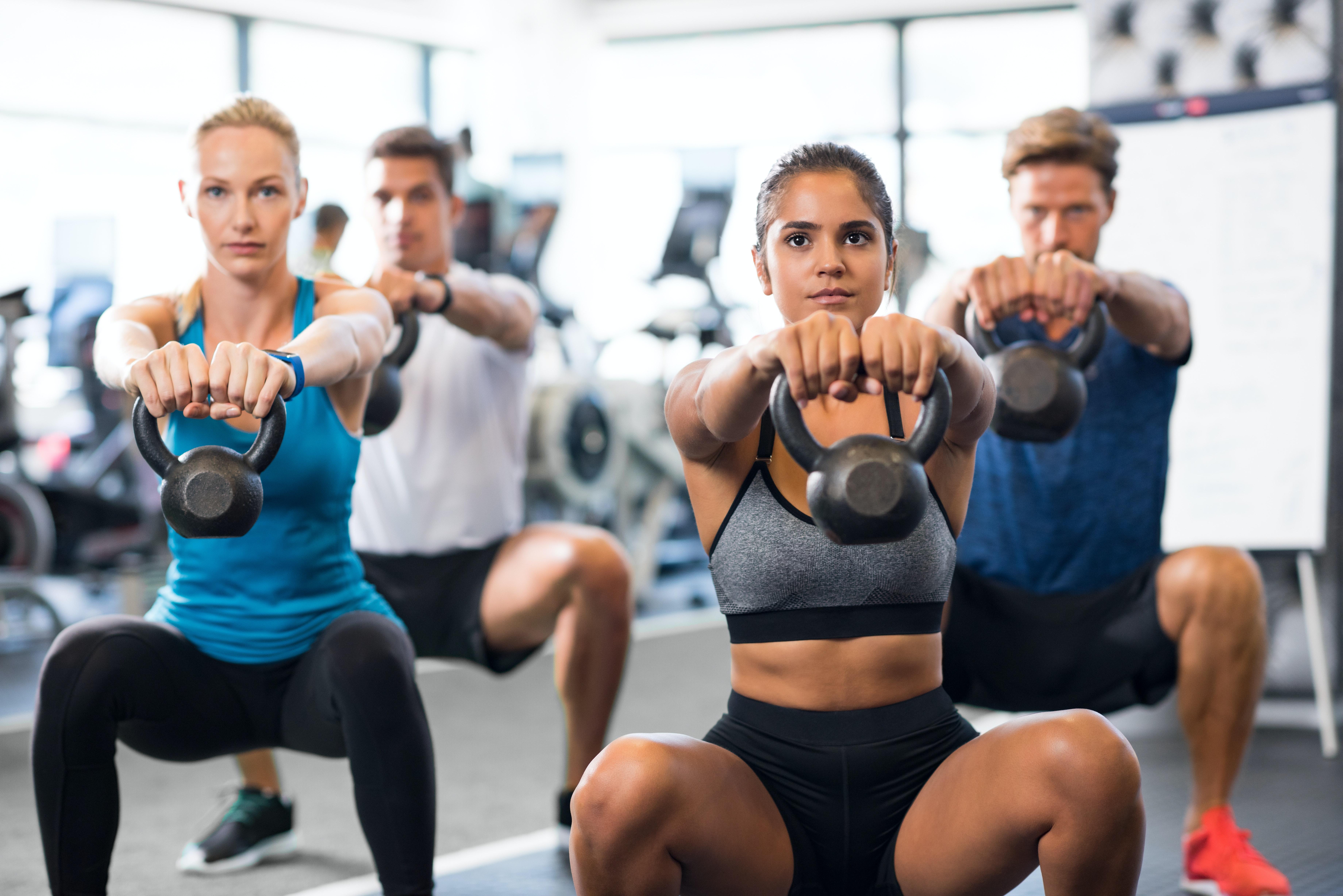Kettlebell Übung im Fitnesskurs