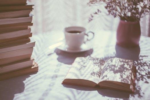 Ein leckerer Tee, ein gutes Buch und kein Stress. Totale Entspannung.