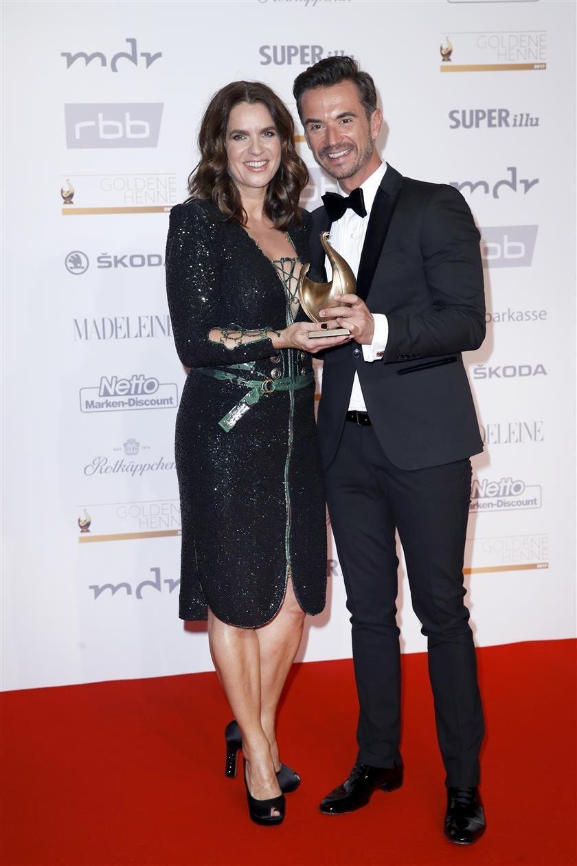 Katarina Witt hielt die Laudatio für Florian Silbereisen, Gewinner der Goldenen Henne in der Kategorie Entertainment