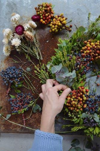 ESSENZA DIY Kerstkrans met bloemen