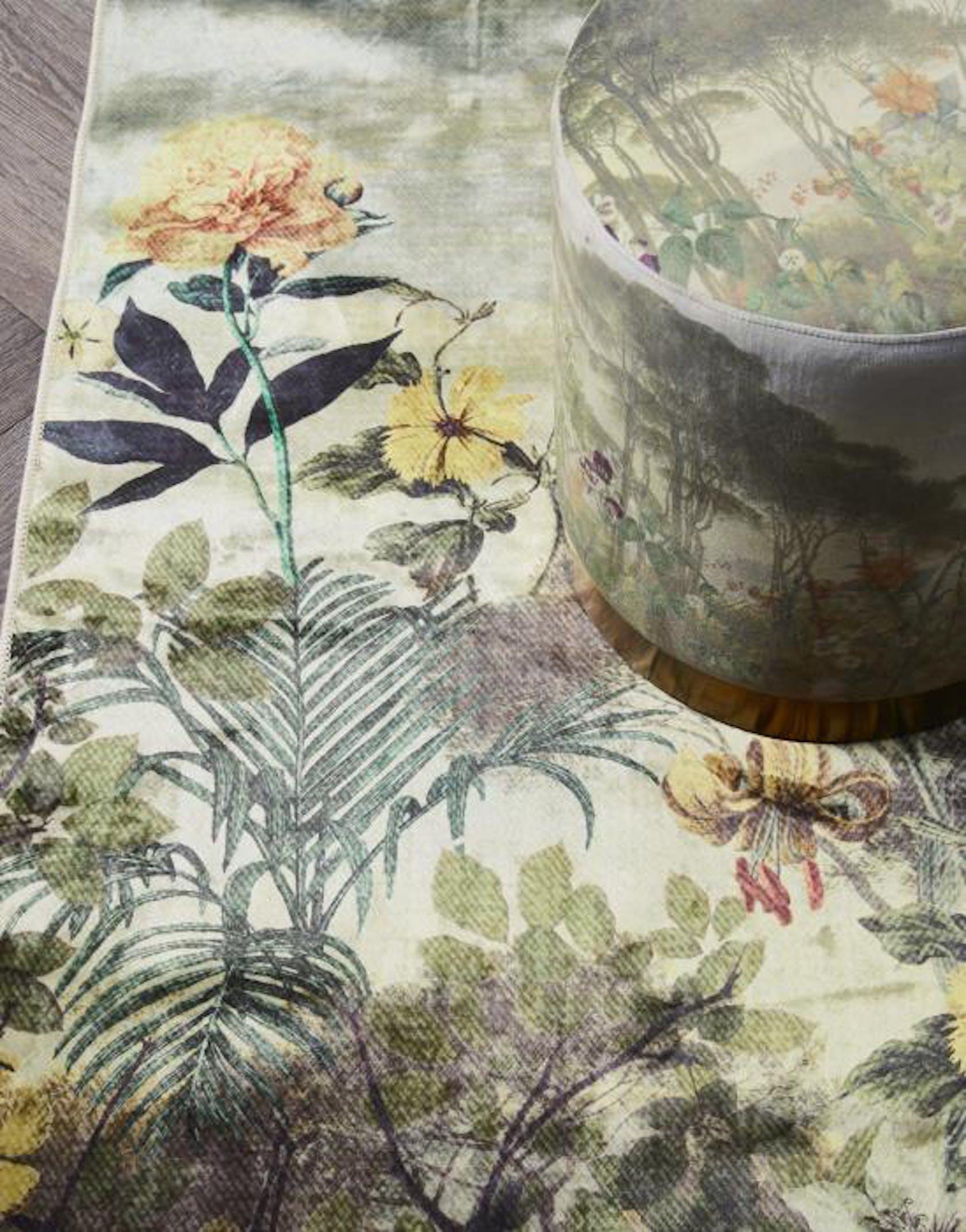 ESSENZA Felicia Teppich Landschaft mit Blumen Loden Green