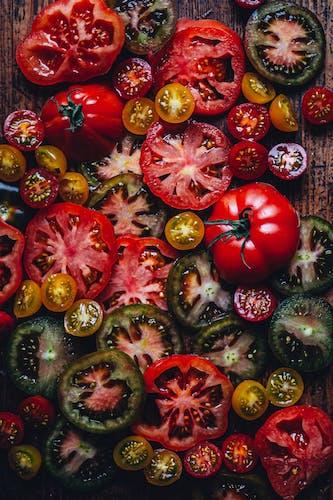Krause Tomaten und Cherry Tomaten fotografiert von Ezgi Polat
