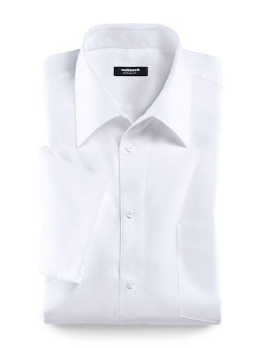 Weißes Hemd mit Brusttasche.