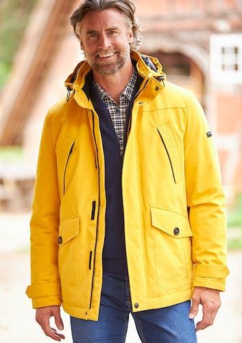 Mann in Gelber Jacke