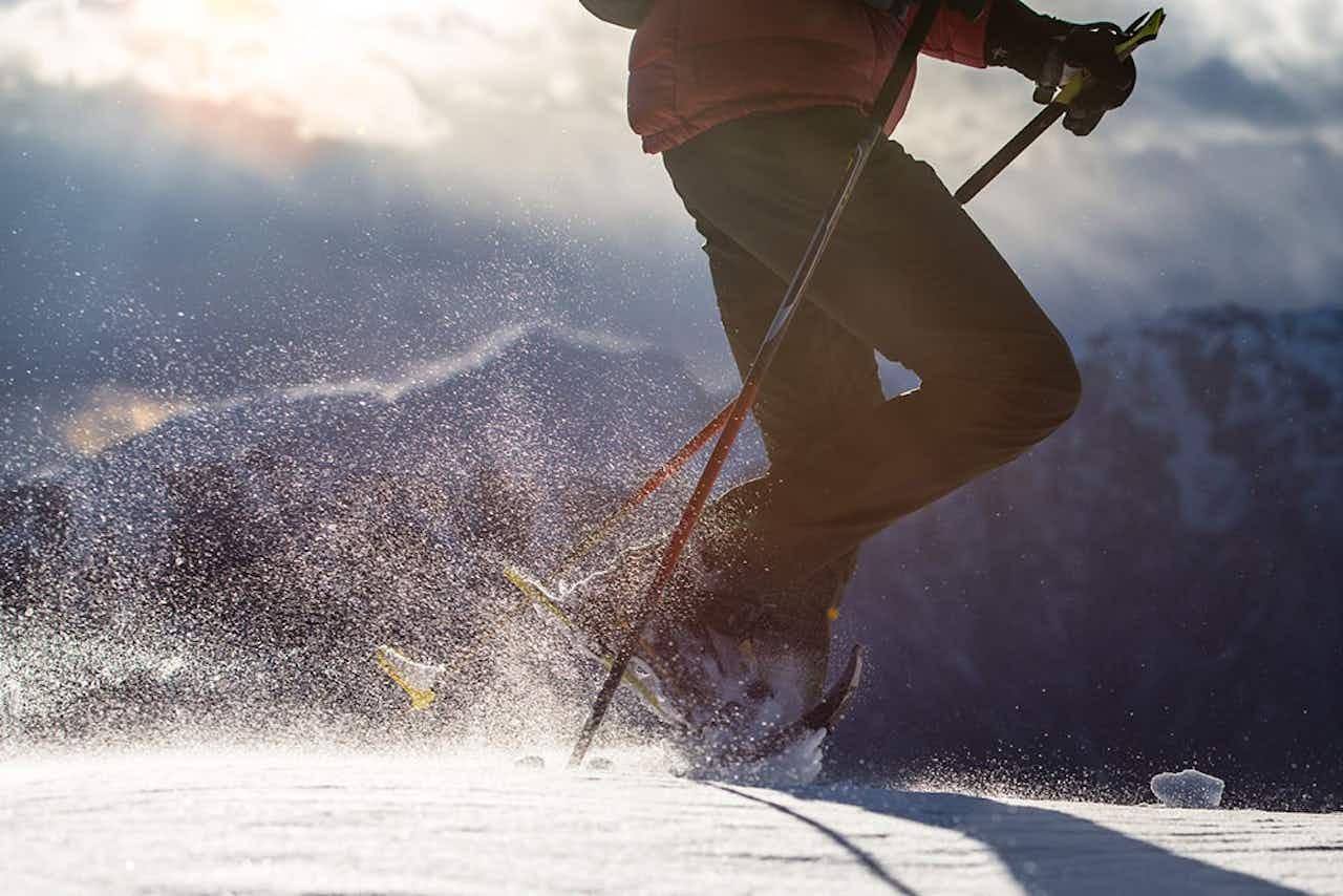 Schneeschuhwandern als sportliche Aktivität im Winter
